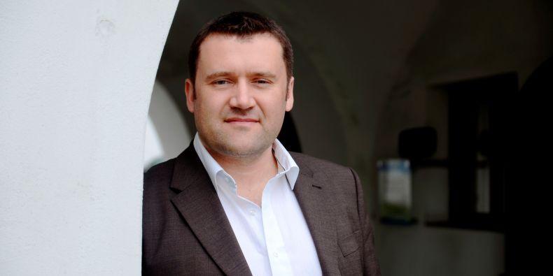 Dr. Simon Boulton.