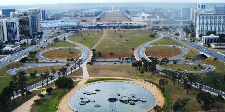Hlavní a na zelené louce postavené město Brasília dal vybudovat prezident s českými kořeny Juscelino Kubitschek, aby ulevil přeplněnému Riu de Janeiru. Foto: Veronika Zemanová.