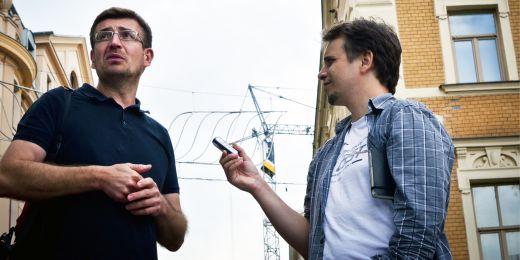 Rostislav Koryčánek (vlevo) na architektonické procházce Brnem.