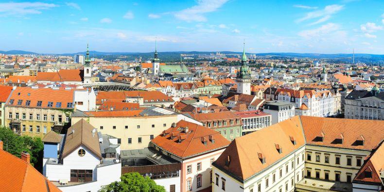V létě za jasného a klidného počasí může být teplota vzduchu během noci v centru Brna až o 5 °C vyšší než v okolí města.