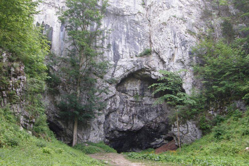 Do monumentální Býčí skály se lidé pravidelně vraceli už od paleolitu.