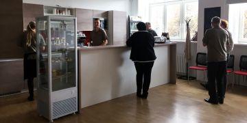 Provozovna Café Práh de iure, které bude otevřená ve všední dny od 9 do 17 hodin.