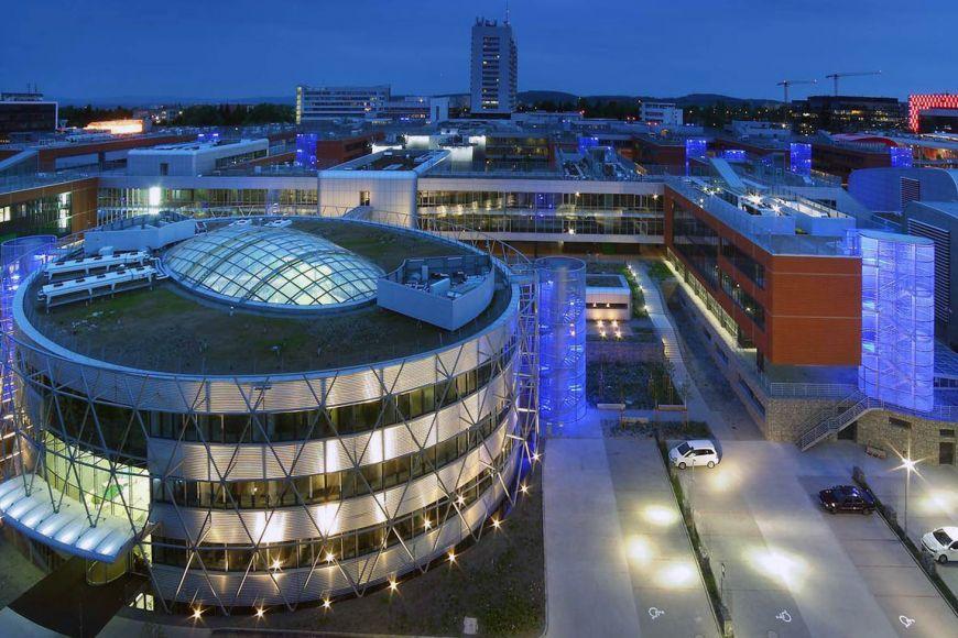 Budova Středoevropského technologického institutu vbohunickém kampusu.