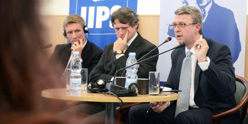 Matthias Bauer z Konrad Adenauer Stiftung, Pavel Mertlík z Bankovního institutu a Karel Havlíček z Asociace malých a středních podniků.