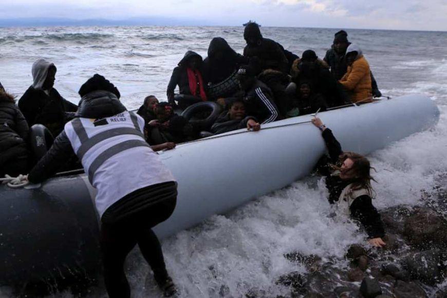 Přistávání lodi suprchlíky.