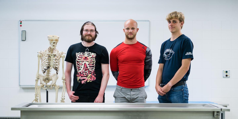 Dánští studenti (zleva) Benjamim Aarlev Salbe, Mads Blak Rønberg a Anders Tobias Frederiksen.
