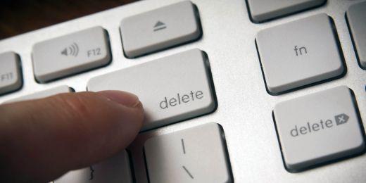 Smazání či blokování osoby, která dítě šikanuje na internetu, často pomůže.