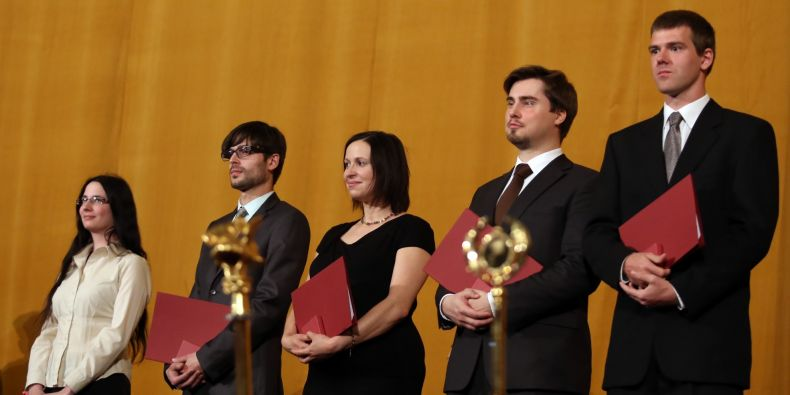 Pět oceněných doktorských studentů: (zleva) Hana Macháčková, Jaromír Gumulec, Zuzana Šalamounová, Roman Řemínek a Jan Křetínský.