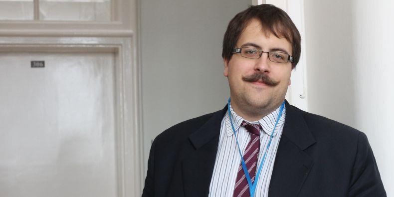 Doktorand právnické fakulty Jakub Harašta mluvil o velmi specifickém tématu kybernetické bezpečnosti a o zboží dvojího užití.