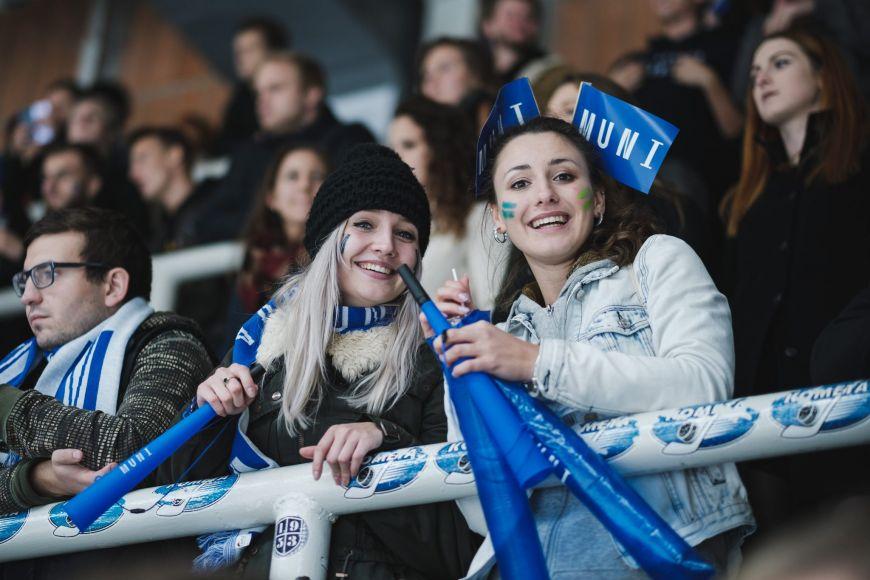 Fanynky hokejistů MU při utkání vroce 2019