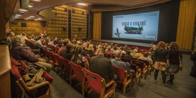 Hlavní sekce festivalu se vždy odehrává v Univerzitním kině Scala.