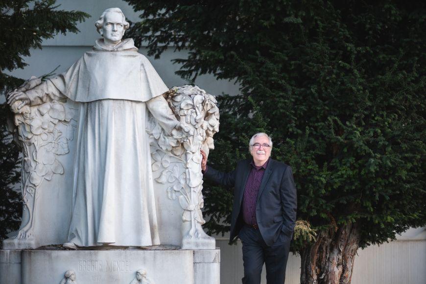 Eric Wieschaus usochy otce genetiky Gregora Johanna Mendela vaugustiniánském opatství vBrně.