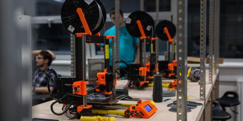Laboratoř nabízí například 3D tiskárny.