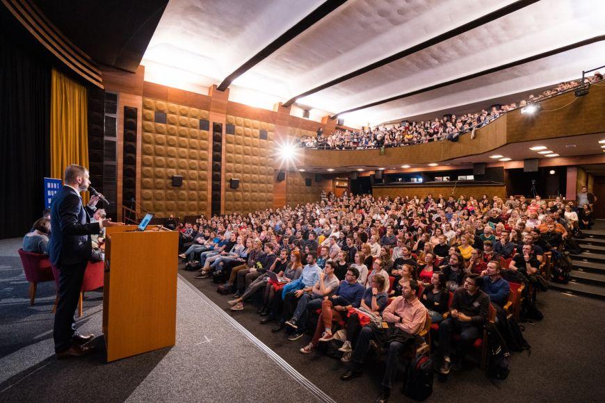 Univerzitní kino Scala praskalo ve švech.