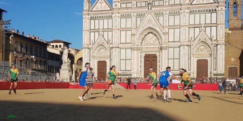 Famfrpál mezi florentskými památkami.