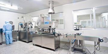 Farmaceutická produkční linka.