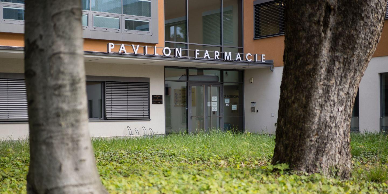 Farmaceutická fakulta MU bude prozatím dál fungovat v areálu VFU na Palackého třídě.