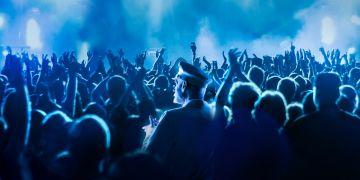 Hlavní atrakcí festivalu bude večerní koncert Vojtěcha Dyka & B-Side Bandu s bandleaderem Josefem Buchtou.