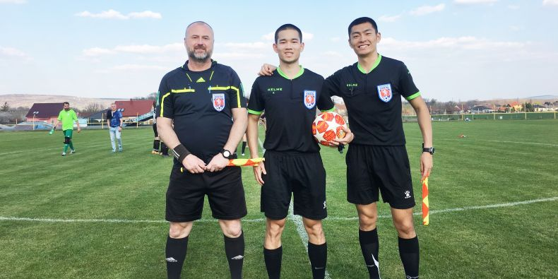 While 21-year-old Xianghao Kong alias Harry (in the middle) would sometimes go to the matches in a pair with another Chinese student, there was always a Czech referee accompanying them.