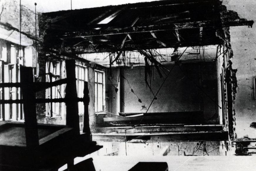 Zničené prostory filozofické fakulty.
