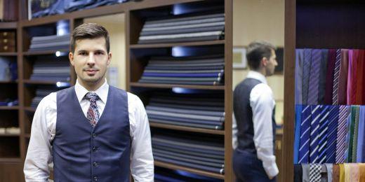 Vystudovaný psycholog a majitel krejčovství Stanislav Gálik.