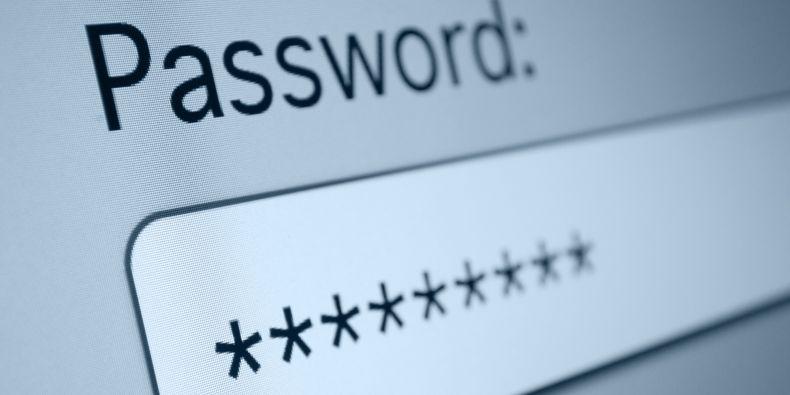 V zásadě platí, že delší heslo bez speciálních znaků je lepší, než krátké heslo se speciálními znaky na předvídatelných místech.