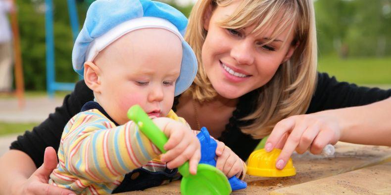 Každý měsíc se na webu zaregistruje zhruba 1500 nových rodičů, ti si pak mohou vybírat ze seznamu hlídaček a sami se s nimi zkontaktovat.