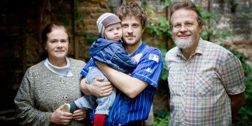 Yvonna Gaillyová, Matěj Hollan se synem Jáchymem Modřejem a Jan Hollan.