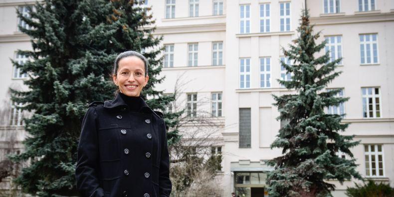 Proděkanka Horáková je dnes pradědečkovým dílem obklopená všude, kam se po Brně pohne. Bydlí dokonce v domě, který Laml vytvořil pro sebe a svoji ženu Zoru, původem bosenskou Srbku.