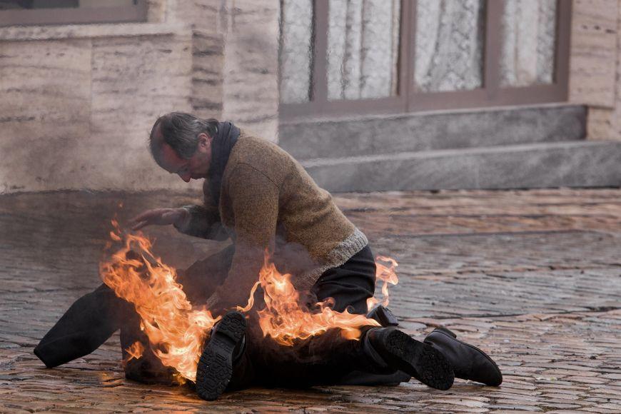 Snímek oJanu Palachovi Hořící keř.