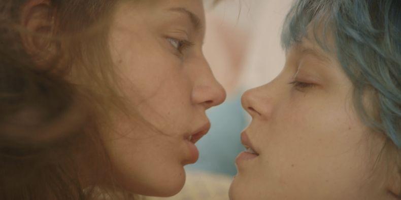 Festival nabídne i film Život Adèle, kontroverzní drama o lesbickém vztahu dvou dospívajících dívek.