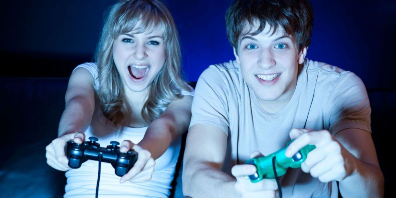Desítky hodin týdně věnují někteří lidé hraní počítačových her.