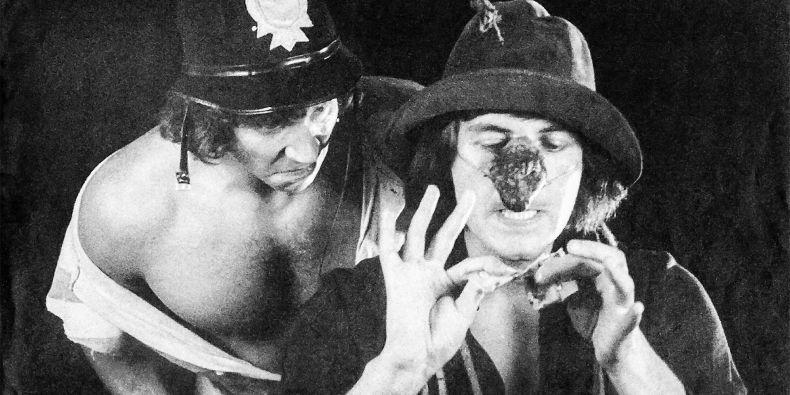 Se začátky divadla jsou výrazně spojení herci Boleslav Polívka (na fotografii vpředu) nebo Miroslav Donutil.