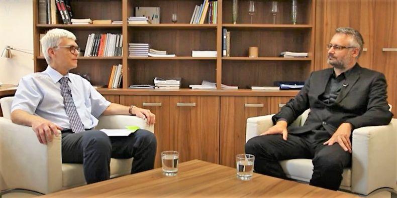 Jiří Hanuš a Petr Dvořák při rozhovoru.