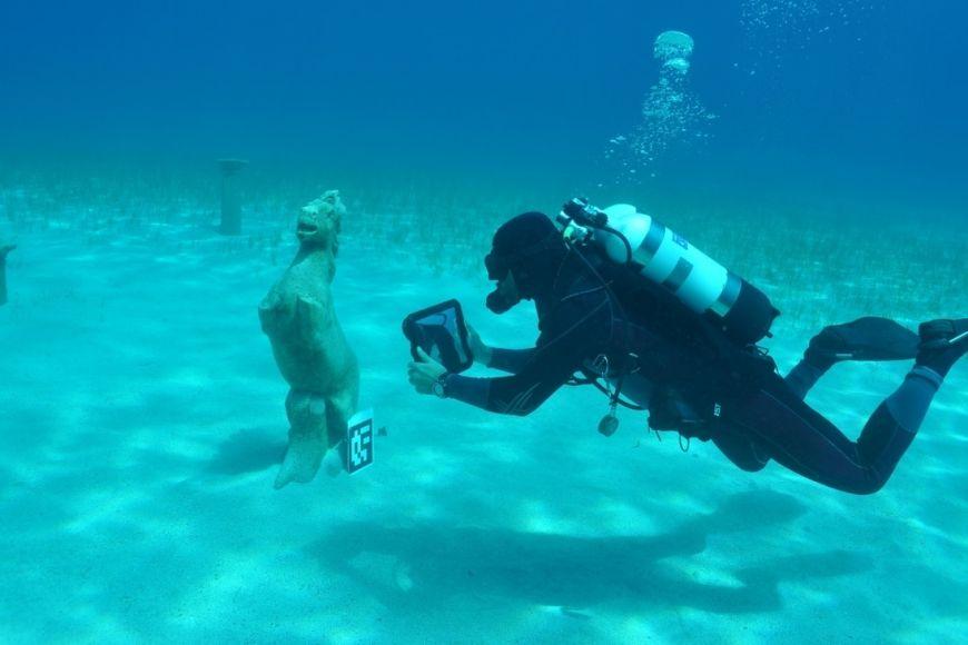 Testování využití tabletů arozšířené reality při podmořské turistice.
