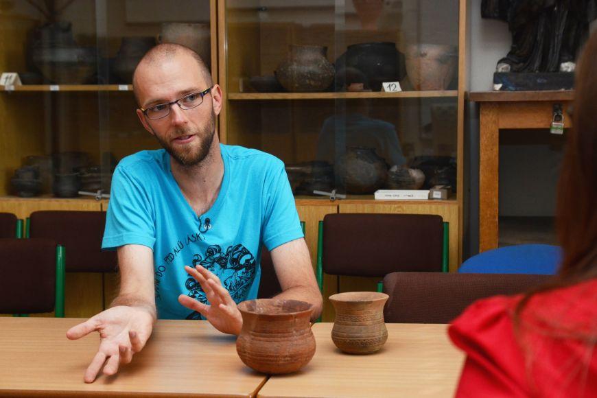 Archeolog Jan Kolář se bude na University of Pensylvannia zabývat vztahem minulých lidských společností klesu akrajině vdobách sociálních aenvironmetálních krizí.