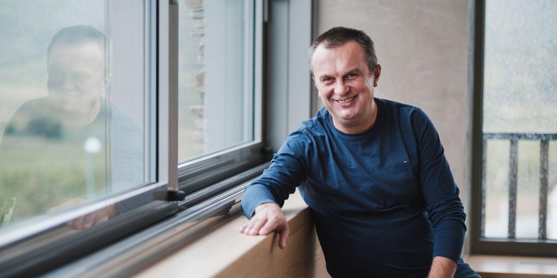 """""""I když to fanoušci nechtějí slyšet, sport je sinusoida, nejde být pořád nahoře,"""" vysvětluje šéf českého biatlonu Jiří Hamza."""