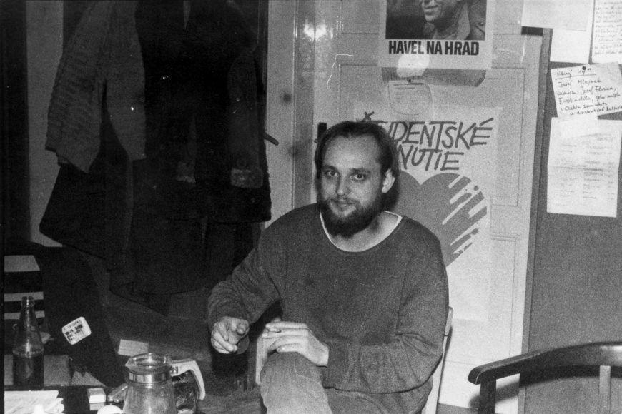 Jiří Voráč na filozofické fakultě vdobě stávky na podzim roku 1989.