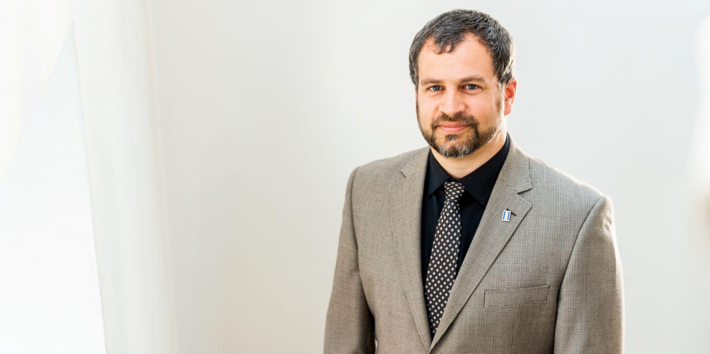 Josef Menšík působí na Katedře ekonomie Ekonomicko-správní fakulty MU.