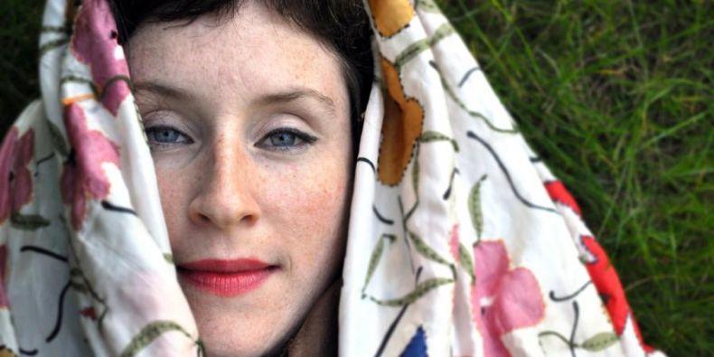 Umělkyně už se v Česku v minulosti objevila třeba na festivalu Colours of Ostrava a před měsícem na samostatném koncertu v Praze.