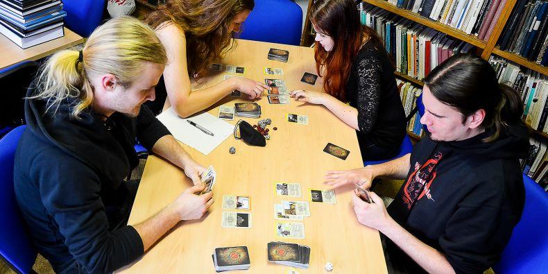 Sběratelská karetní hra má velký úspěch.