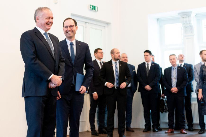 Prezidenta Kisku na fakultě sociálních studií přivítal děkan Břetislav Dančák.