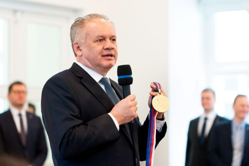 Andrej Kiska sVelkou zlatou medailí MU.