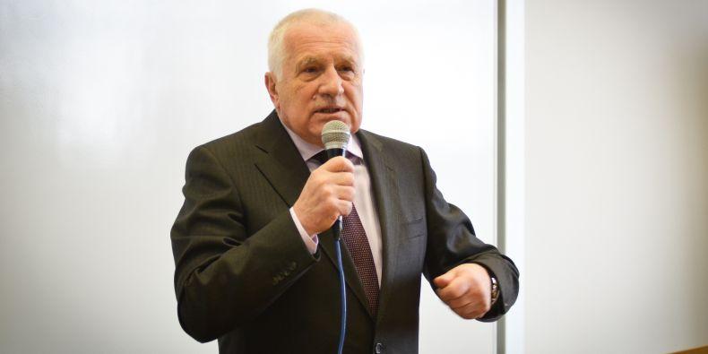 Václav Klaus na ekonomicko-správní fakultě.