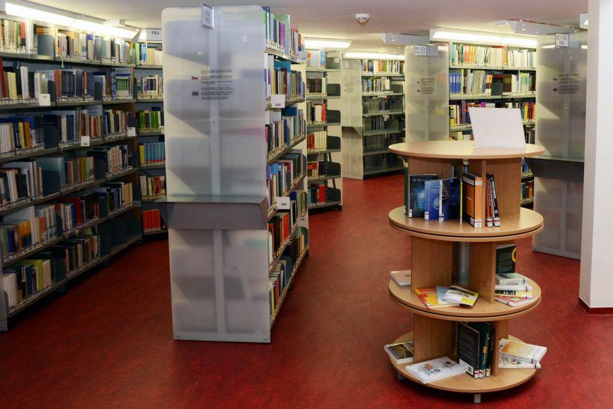 Nová moderní knihovna pojme opolovinu více svazků, než ta původní.