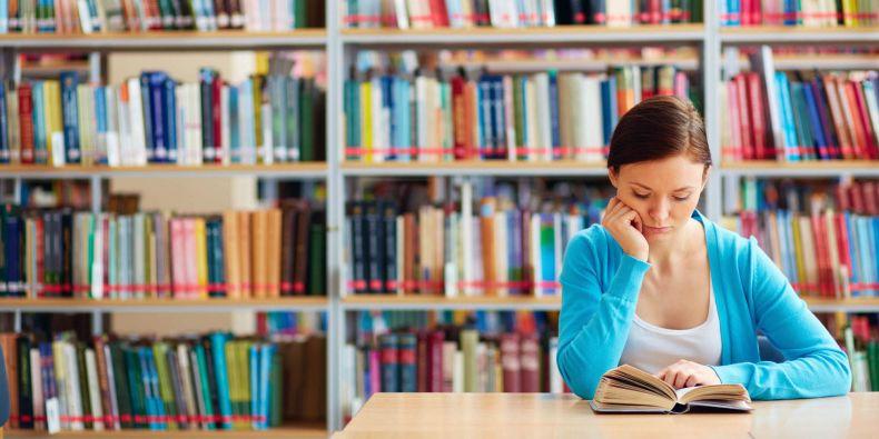 Aplikace pro chytré mobilní telefony umožňuje přístup do fakultních knihovních katalogů a kombinuje ho s prvky sociálních sítí.