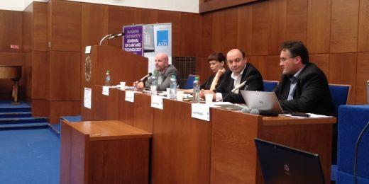 Úvodní blok konference České právo a informační technologie na Právnické fakultě MU.