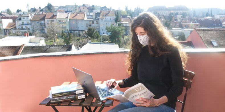 Jedna ze čtyř koordinátorek poradny, doktorandka Lucie Mrázková.