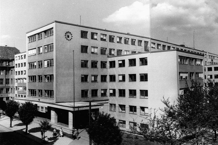 V současném sídle Krajského ředitelství policie Jihomoravského kraje bylo od roku 1951 krajské velitelství Státní bezpečnosti.