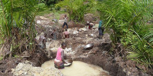 Materiál se těží v mnoha neklidných zemích – ve střední Africe ve Rwandě, Demokratické republice Kongo či Nigérii.